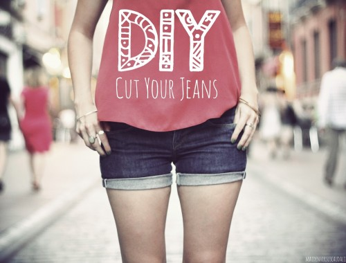 CUT-YOUR-JEANS-DIY-SHORT-EN-JEAN1