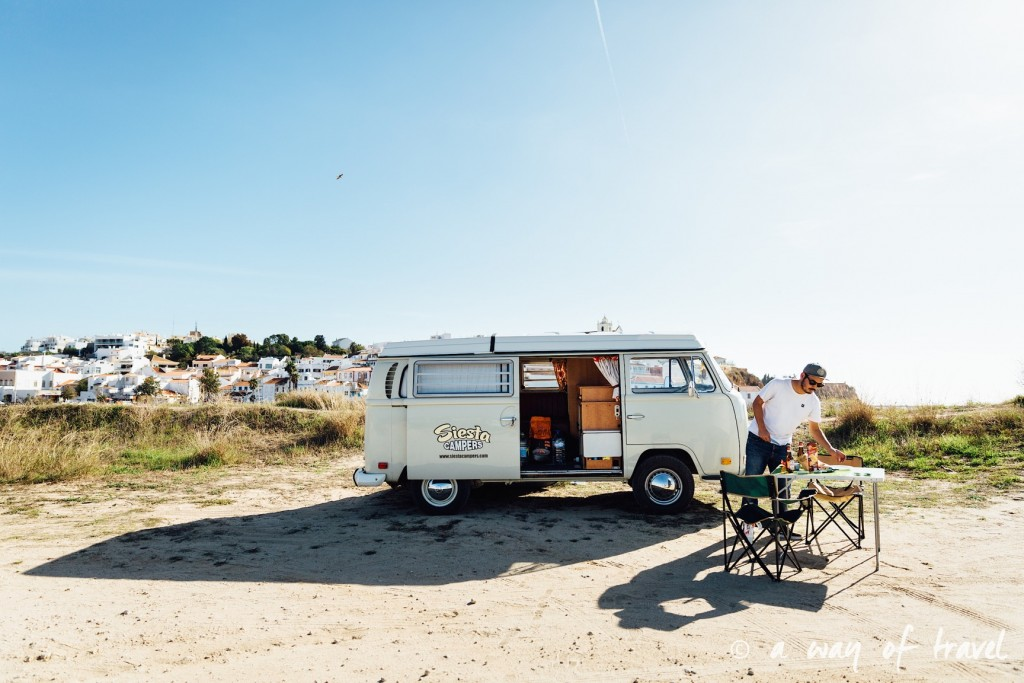 portugal-roadtrip-algarve-ferragudo-van-combi-vw-24