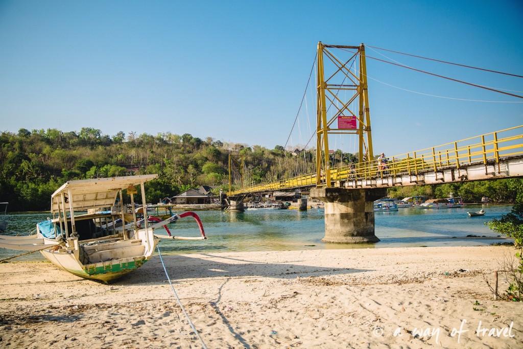 Visit Bali Indonesie Nasi Lembongan bridge pont jaune