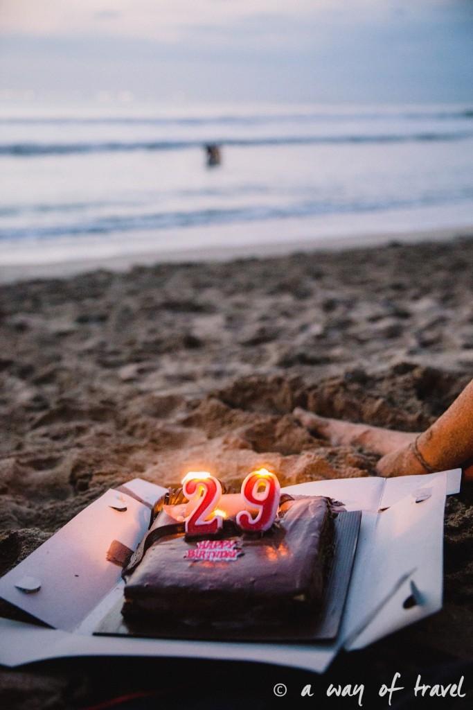 bali indonesie visiter luta coucher soleil gateau anniversaire plage