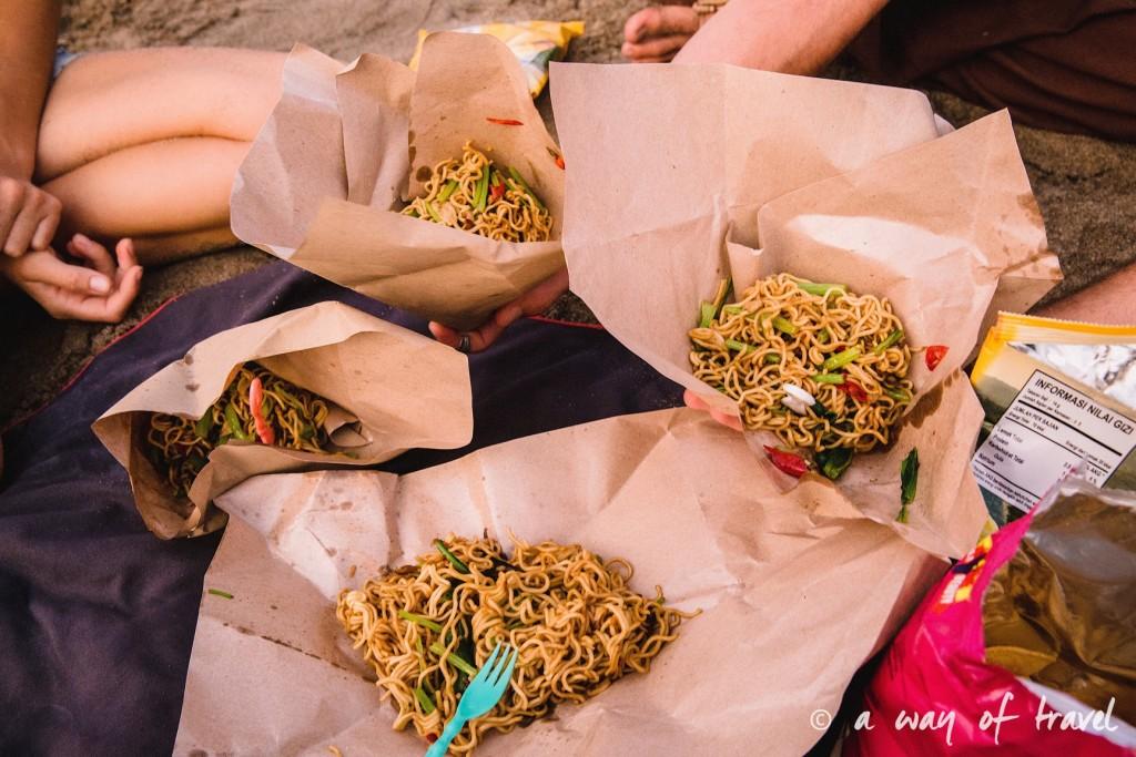 mie goreng bali indonesie visiter luta coucher soleil 20
