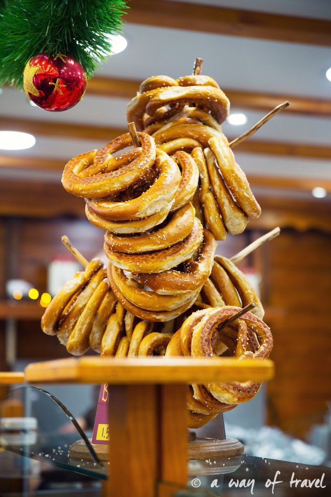 visit strasbourg marche noel christmas market capitale bretzel