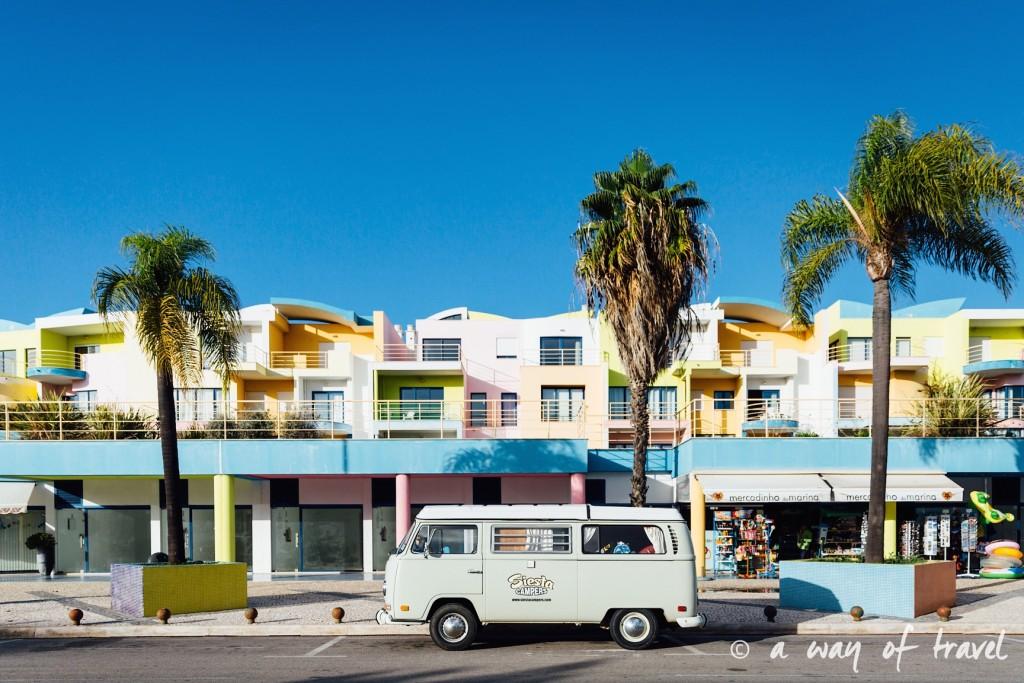 portugal-roadtrip-algarve-albufeira-colored-houses-27
