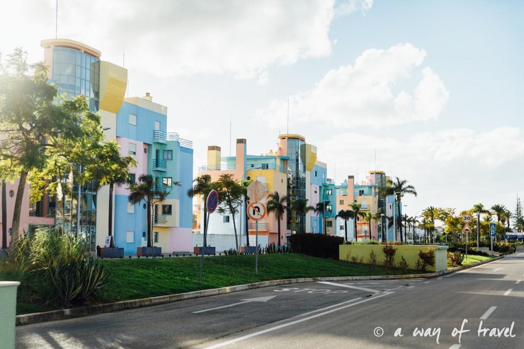 portugal-roadtrip-algarve-albufeira-colored-houses-28