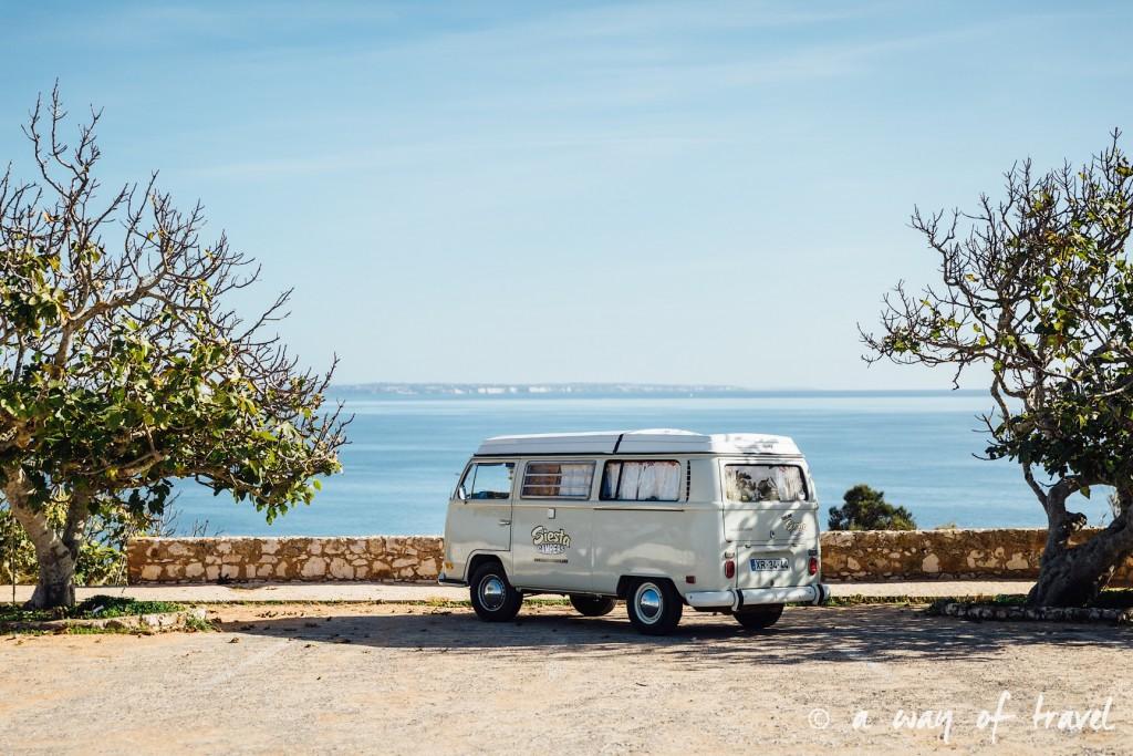 portugal-roadtrip-algarve-praia-camilo-surf-combi-11