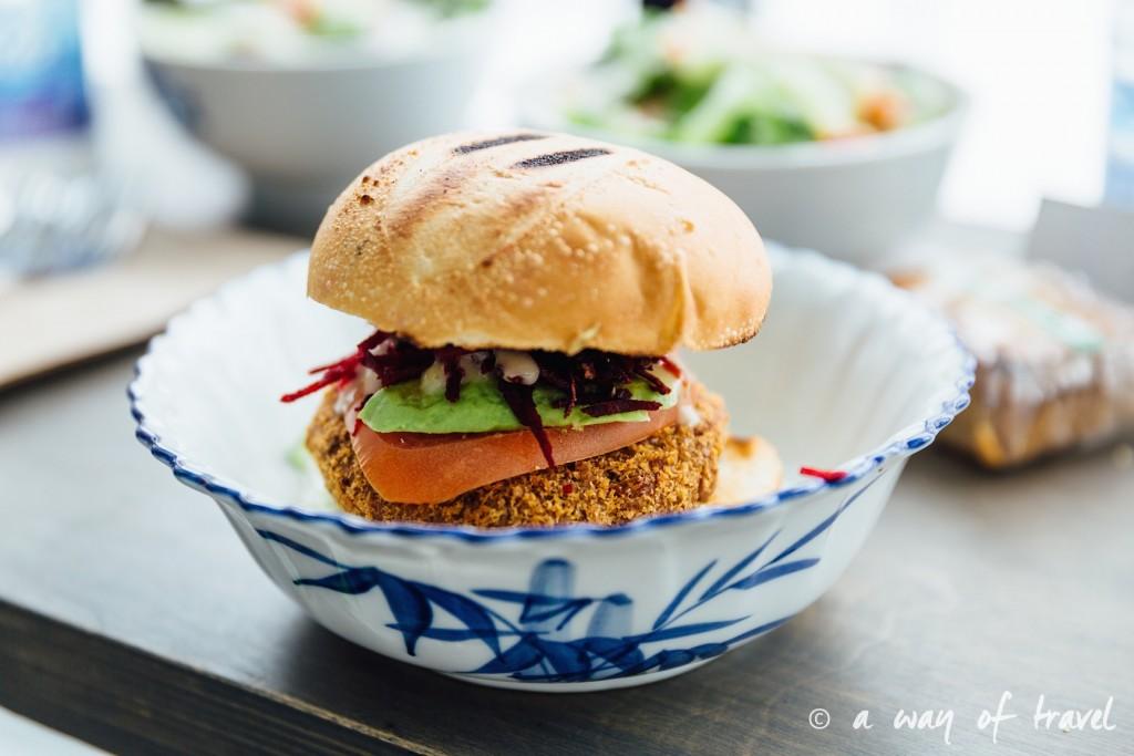 vertu resto vegetarien burger montreal vegetarian 4